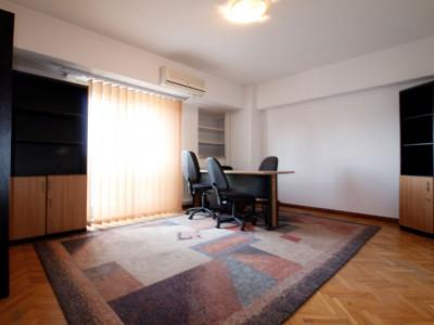 Piata Unirii - Fantani - 4 camere, decomandat, 98 mp, ideal birouri!