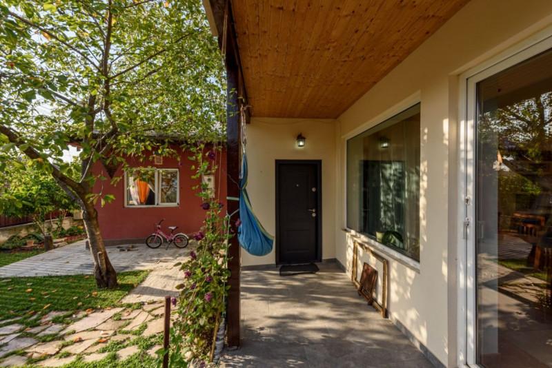 Parcul Mogosoia - Str.Poieni, Casa 4 dormitoare si birou, 160 mp.